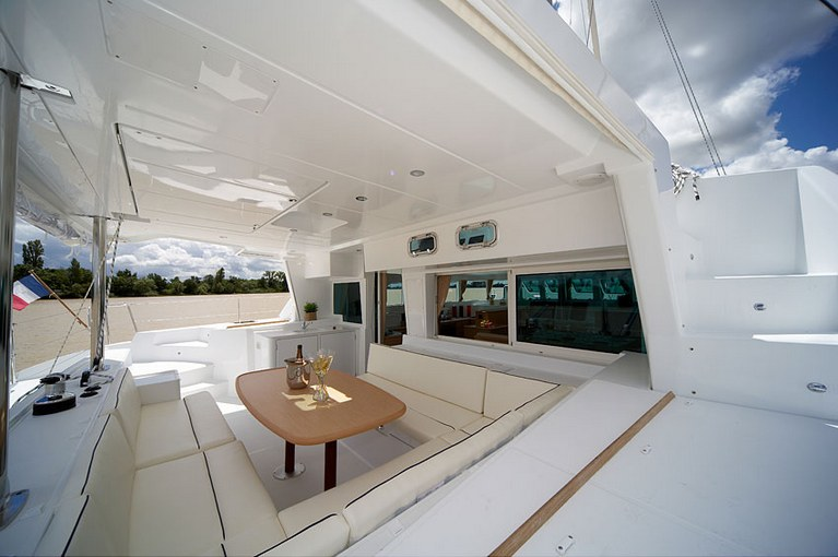 charter-lagoon50008