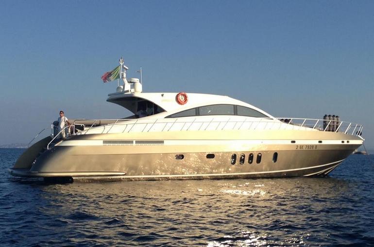 E 39 possibile vivere un sogno in charter si se il viaggio for Il canotto a bordo degli yacht