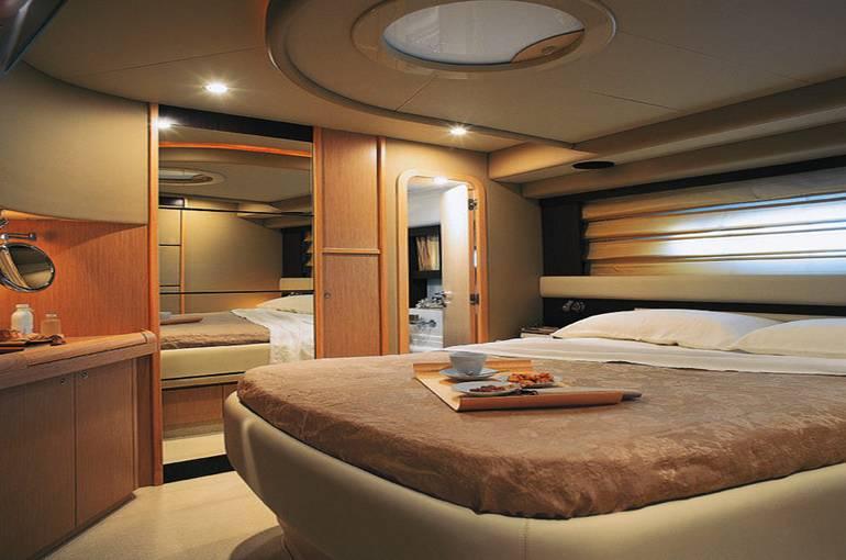 charter-Ferretti60-04