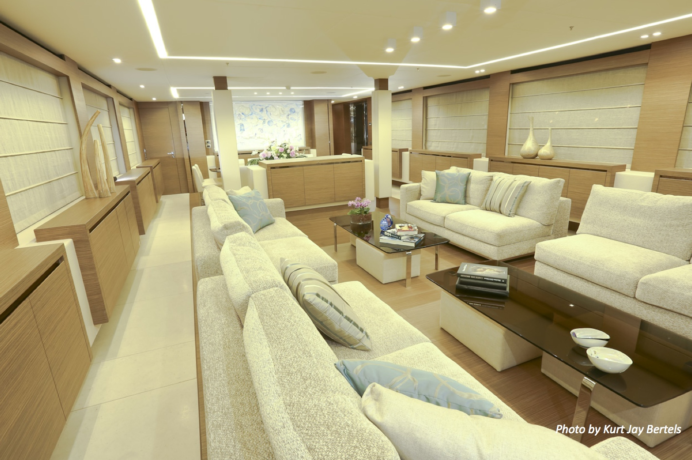 Superyacht di lusso ipanemas am charter for Cabine di lusso gigantesche
