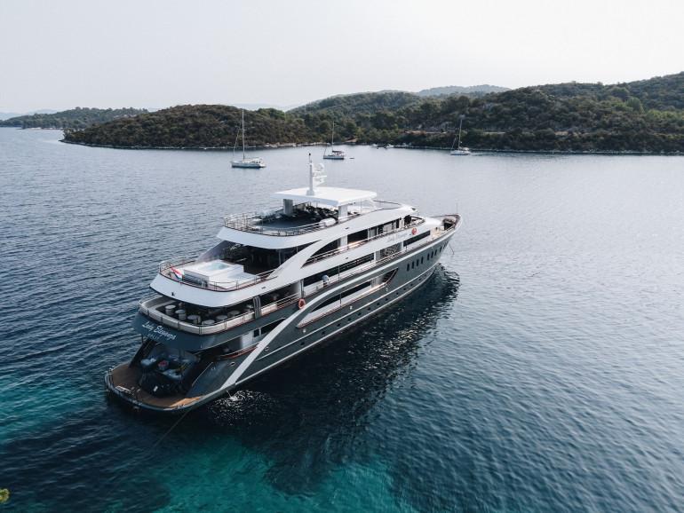 Superyacht-LADY-ELEGANZA